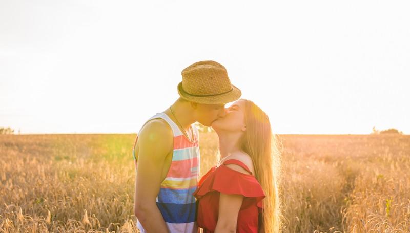 come ottenere una ragazza a baciarti senza appuntamenti incontri rocciosi