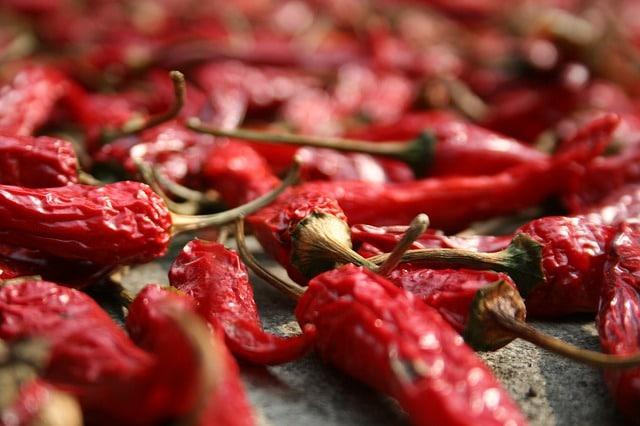 Come fare l'olio piccante con peperoncino fresco habanero