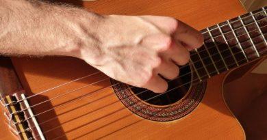 Come accordare la chitarra